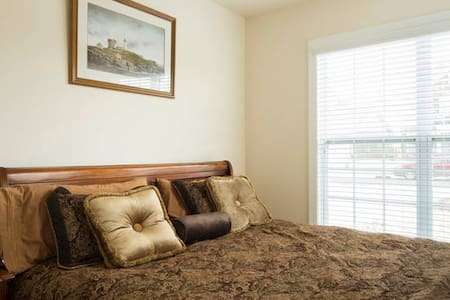 Private bed and bath near Carowinds - Fort Mill