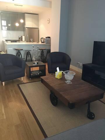 1 bedroom apt 1 stop from Manhattan
