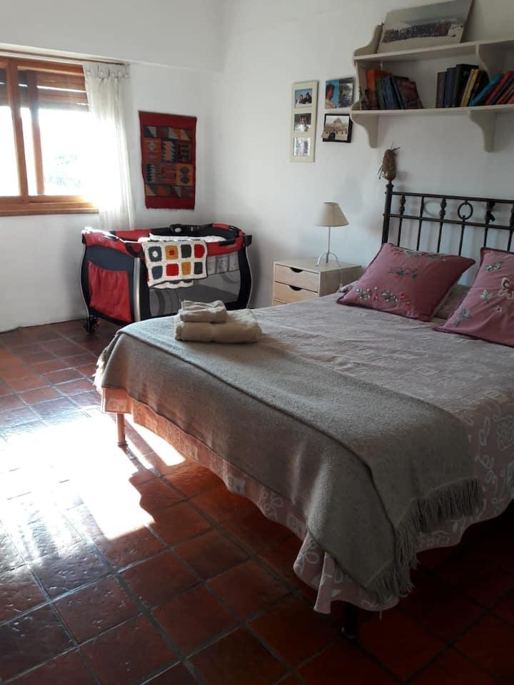 LO DE ANA, 3  cálidos cuartos/5 camas.