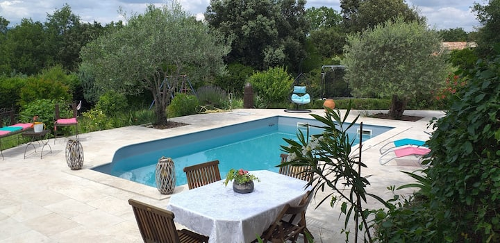 Villa vue Luberon avec piscine privée.
