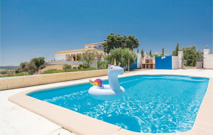 Amazing home in Lora del Río with WiFi, Outdoor swimming pool and 5 Bedrooms