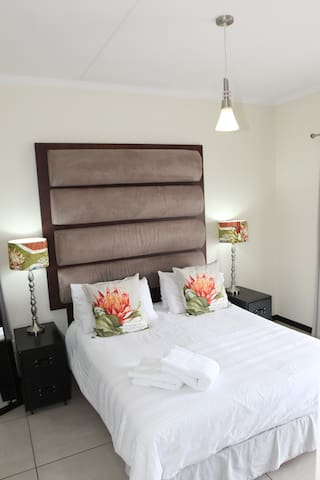 Secure, family friendly, modern - Sandton - Apartment