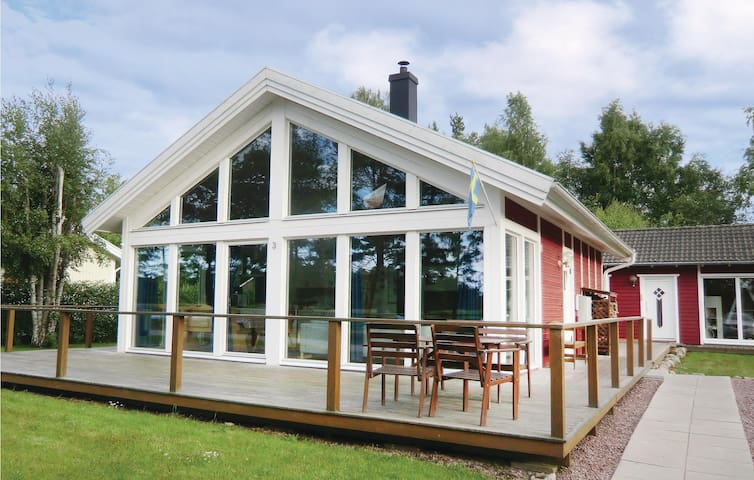 Holiday cottage with 2 bedrooms on 69 m² in Mönsterås