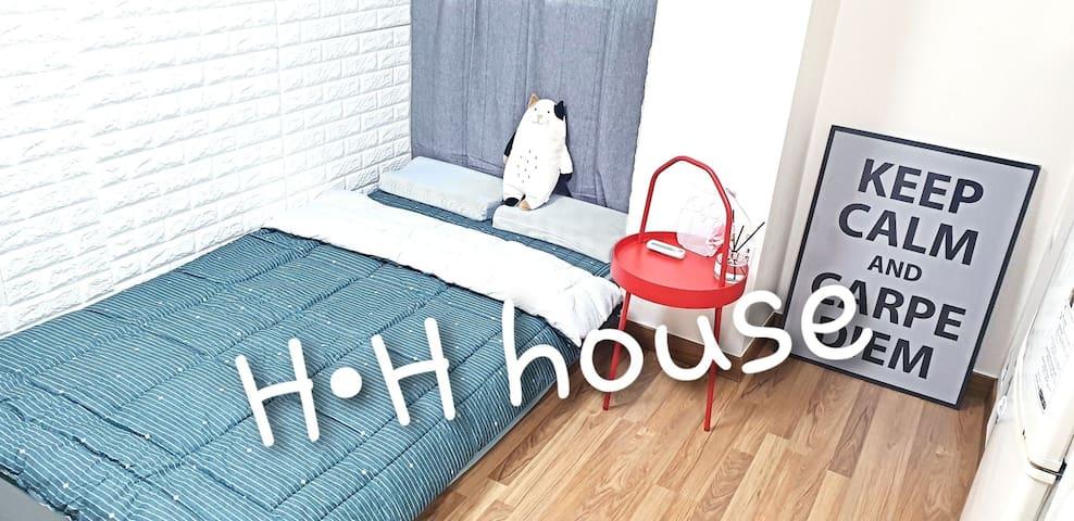 [EVENT] SINCHON *H•H ROOM 302*