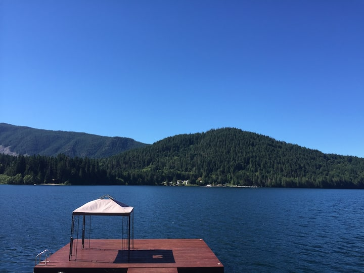 Lake Cowichan Waterfront Property with  Hot Tub
