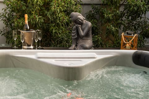Mini moon luxe escape with hot tub spa and fizz