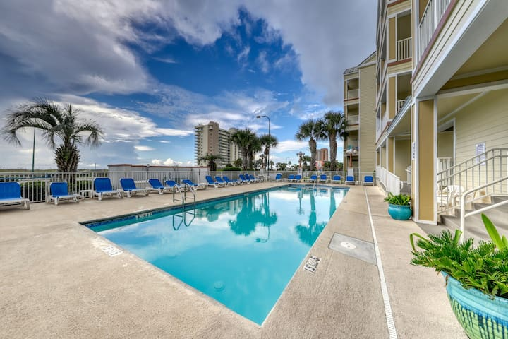 Condo w/ beautiful Gulf views, outdoor pool, and close to beach access!