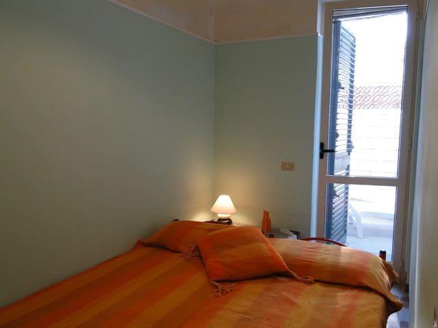 second bedroom (possible arrangement)