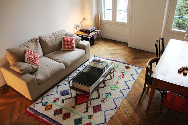 Spacieux appartement typiquement Parisien