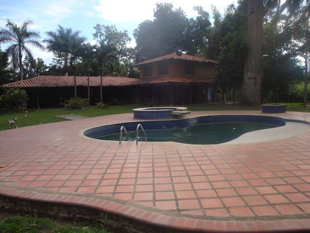 Hotel Brisas de Caracolí ambiente natural  familia