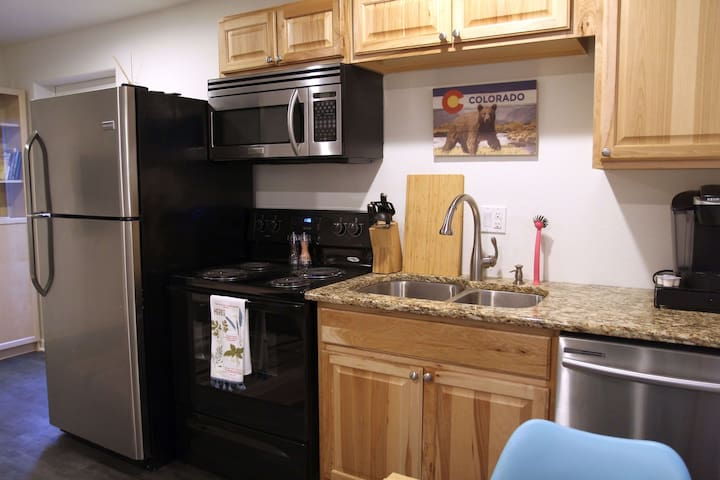 The kitchenette includes a full size refrigerator, microwave, stove and dish washing machine.  Coffee, tea and bottled water are provided for your enjoyment.