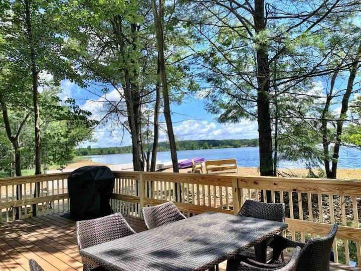 Poconos Waterfront Lake House, Boats, Games, Ski