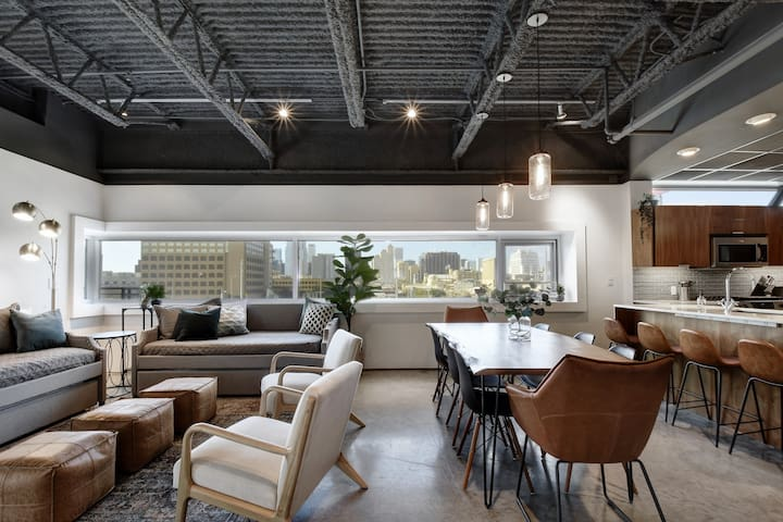 Bright + Stylish Downtown Loft | East 6th Street