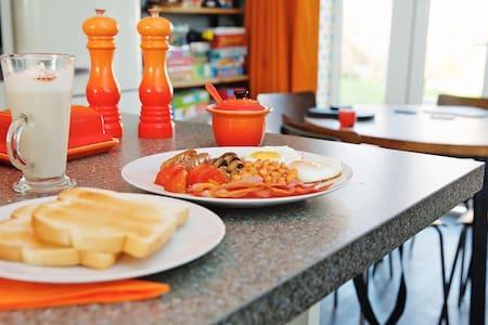 Pebble Reach Bed and Breakfast Room 2 - Bracklesham Bay - House