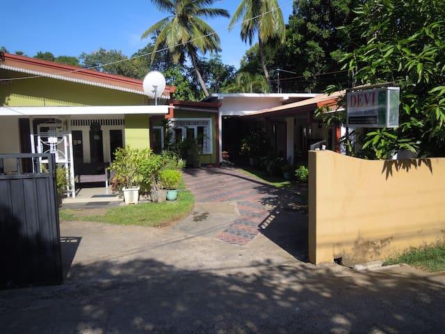Devi Tourist Home- double Room - Polonnaruwa - Konukevi