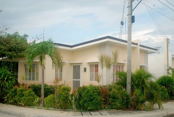 Entire Minimalist House @Futura Homes Mactan