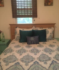 Cozy 3 bedroom Apt--5 min to Downtown/MetroHealth!