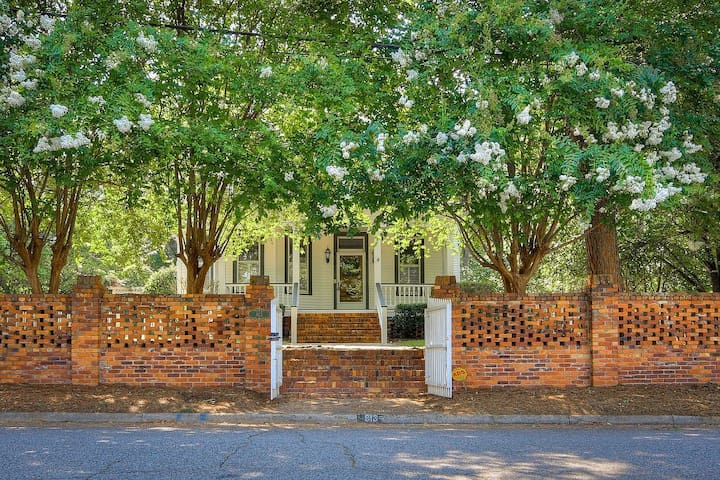 Large historic home close to Masters