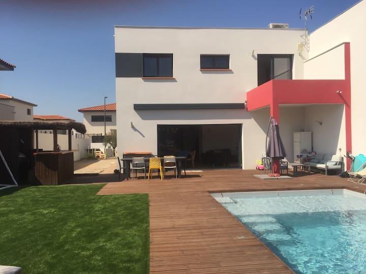 Belle villa avec piscine et jardin / 3 chambres