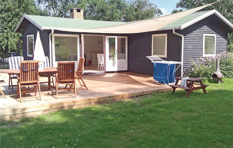 Holiday cottage with 2 bedrooms on 56m² in Melby