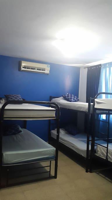 Aire acondicionado, baño privado,tv por cable, wifi,agua caliente, closet X cama con sistema de candado