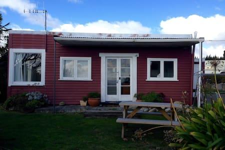 True Kiwi Bach Experience - Tauranga Taupo - Haus