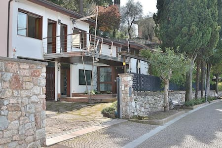Villa Locchi - 7 sleeps front lake, private dock In Malcesine - Malcesine - Villa