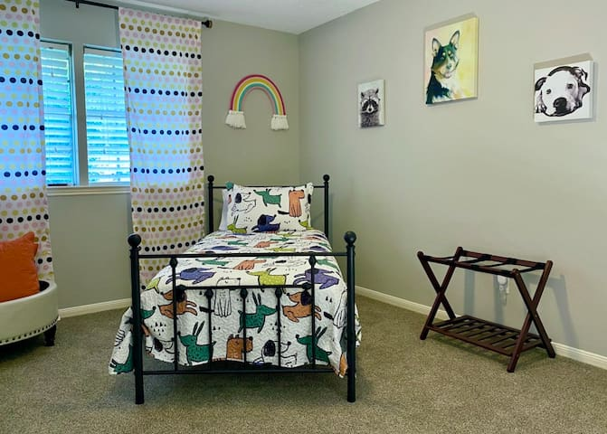 Kid's Room with closet, luggage rack and TV
