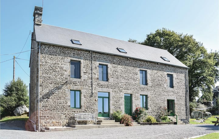 Beautiful home in St.Clement Rancoudray with Sauna and 5 Bedrooms