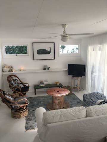 Whale Cottage Beachside Retreat - Quindalup - House
