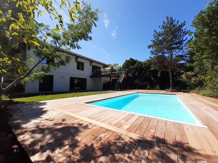 Pereire Villa contemporaine avec piscine chauffée