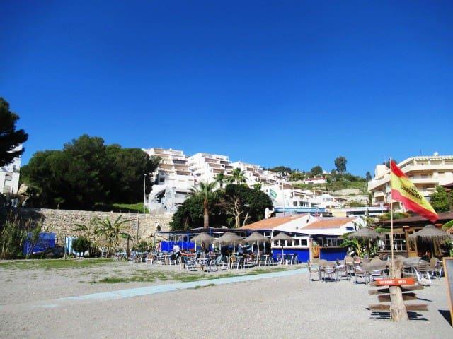 Piso en primera linea de playa Tesorillo con pisci - Альмуньекар - Квартира