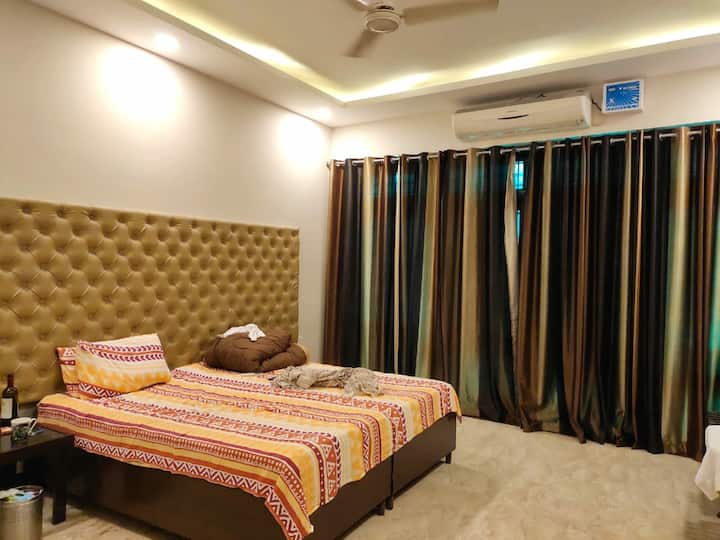 Cosy room near Golf Course Road