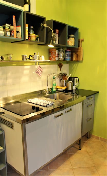 The kitchen has all u need. Two cooking units, a fridge, hot water cooker, and all important kitschen utensils