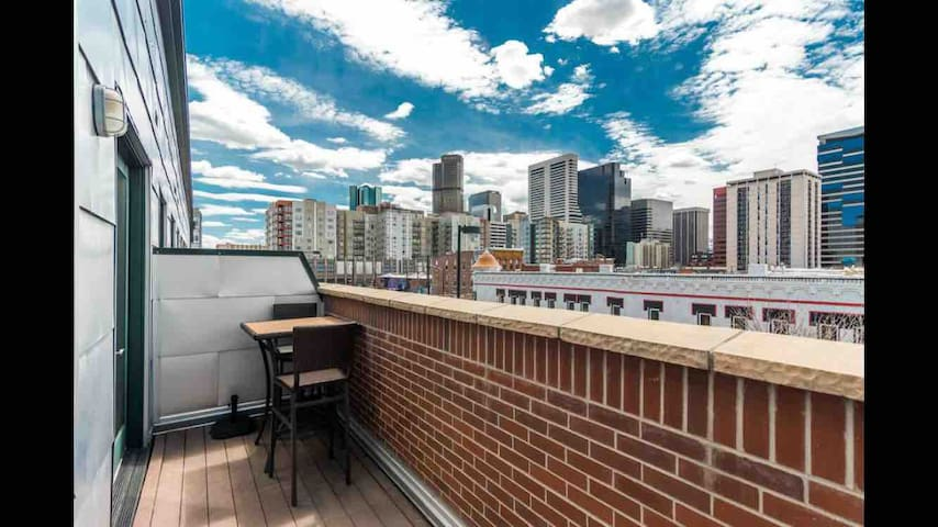 ⚫ Luxury Downtown Loft w/ Balcony 🔥Big Discount🔥