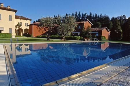 Studio Apartment - Villa Maderni - Como - Apartment