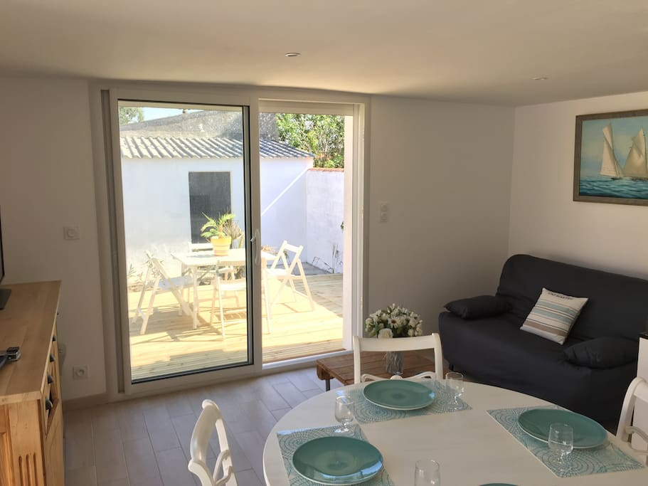 maison avec jardin proche plage maisons louer le ch teau d 39 olonne pays de la loire france. Black Bedroom Furniture Sets. Home Design Ideas