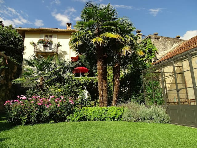 Lago Maggiore. Historic Villa with private garden - Dumenza - Villa