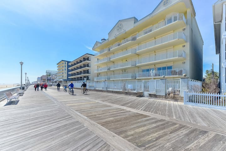Huge Newer Direct Ocean Front Boardwalk Pool Views