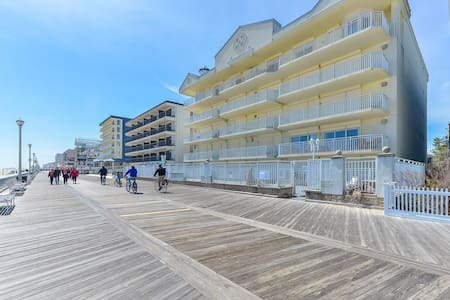 ⭐️Huge Boardwalk  Ocean Front Pool Family Friendly⭐️