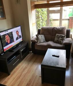 Cosy 3 bedroom semi 6 month let