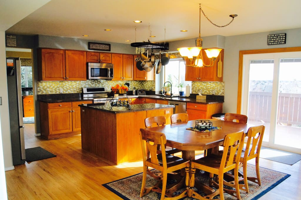 Roomy gourmet kitchen for your cooking pleasure.