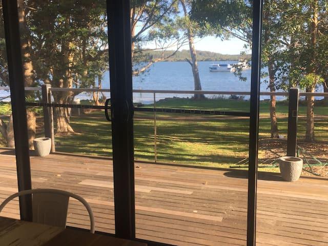 Roses Waterfront Getaway Port Stephens. *WIFI NOW*