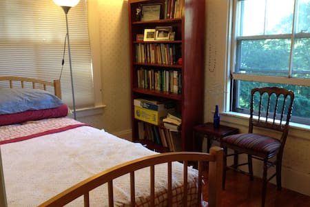 Welcoming,cozy,affordable room in pretty Victorian - 纽顿 - 独立屋