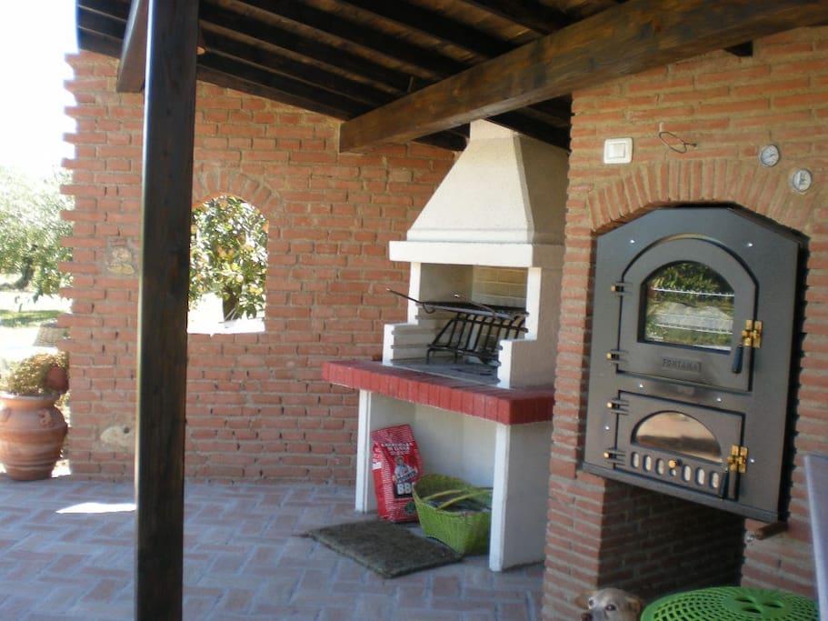 l'area barbecue con cucina a disposizione ospiti