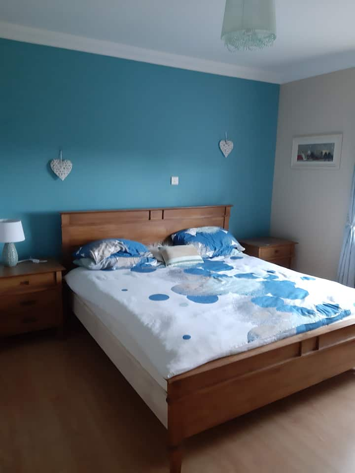 Large king size bedroom with a lake & castle view