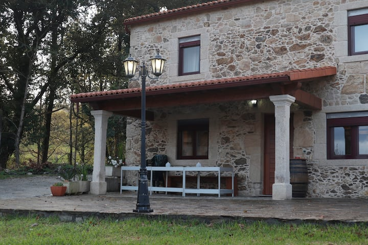 "Casa de piedra ""A Lameira"", disfruta de Galicia."