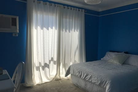 Cosy bedroom in waterfront home. - Wynnum