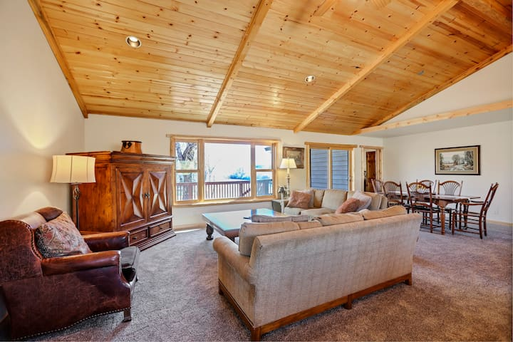 Living room with vaulted ceilings and Wind River views