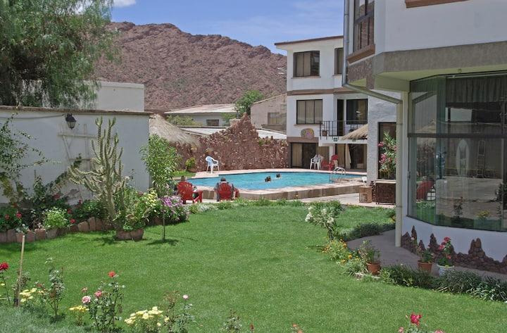 Hotel Mitru: Habitación matrimonial estándar
